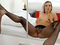 Bianca Ferrero in How To Please - Anilos