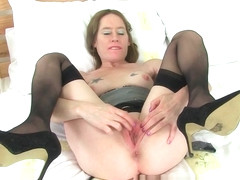 English milf Sexy P's puffy pussy needs TLC