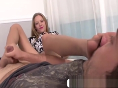 Teen Sydney Cross Feet Licked And Gives Footjob