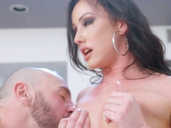 Jennifer White Seduces Her Friend's Husband - MyWife'sHotFriend