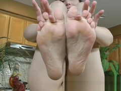 Sexy Katie O'Riley shows off her feet