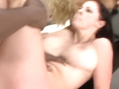 Athlete Gianna Michaels gets fucked in threesome
