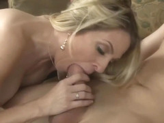 Super Sexy Blonde Milf gives a Lift