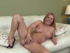 Krissy Lynn satisfies her lust with her dildo