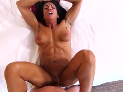 Mompov Ericca - Bodybuilder GILF loves ass fucking E488