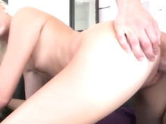 Amateur Blonde Roxxi Silver Loves To be Fucked