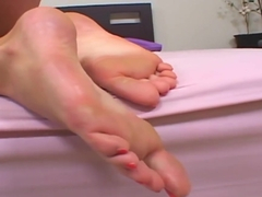 Pussyfucked Bigfeet Amateur Gets Toes Jizzed