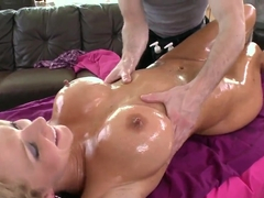 Nikki Sex massage droit de l'action gay sexe