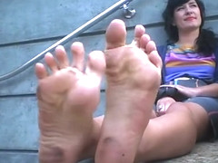Smelly feet with sexy scrunching