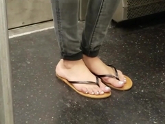 Hot chick candid feet