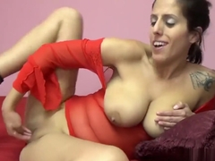 Horny mom lavender rayne is playing with her tight cunt