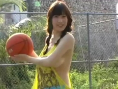 Marina Yamasaki - Braless play basketball