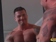 Gay with buff muscles sucks cocks and anal fucking in the balck couch