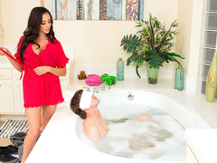 Ariella Ferrera & Rion King in MyFriendsHotMom