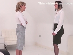 Unfaithful british milf lady sonia reveals her large boobs