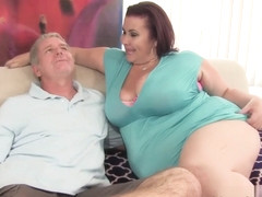 Lady Lynn in Fat 'n' Stacked Lady Lynn Gets Her Pussy Drilled - JeffsModels