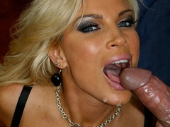Busty Diamond Foxxx Caught In Big Crazy Frigging - Upox