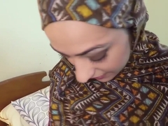 Hairy muslim babe gets jizzed in mouth