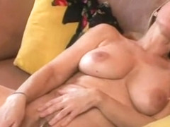 Webcam MILF Masturbates