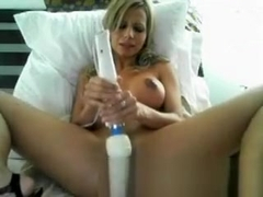 Naked webcam honey self fucking her creamy pussy