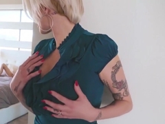 Carolina Sweets And Joslyn James On Huge Dick