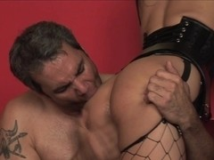 Irresistible Roxy DeVille plays in extra hot video