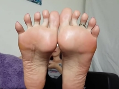 Ignore Sole Tease (watching TV)