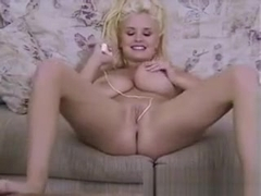 Mariah Lynn loves to masturbate