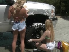 Payton And Lucy Host Their Own Car Wash