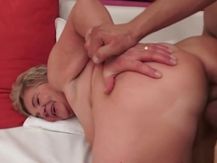 Seducing hairy experienced female is giveing a friendly blowjob
