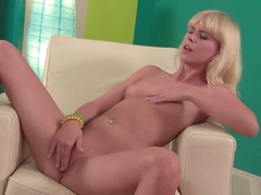 Tracy Gold can't stop touching herself