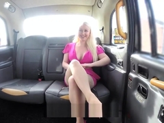 Pippa Blonde gives a sloppy bj and fucks in the backseat
