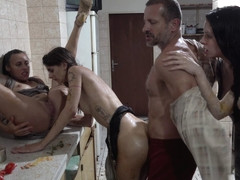 Perverse Family Mature Busty Woman Fucked At The Motel