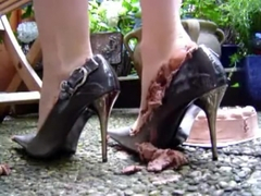 Food crushing - cake in heels
