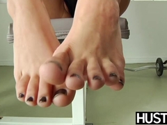 Young Tia Cyrus shows off feet at gym before banging