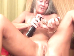 Milf Masturbates While Waiting for Her Date
