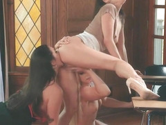 India and Karlee teamed tribbing pussy