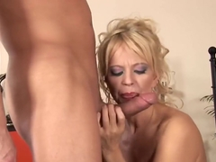 Young dick makes Marylin moan
