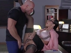 Attractive dusky latino mom Ariella Ferrera gives an amazing BJ