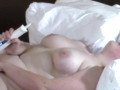 BBW Lizzie from Wisconsin uses an Hitachi for the first time