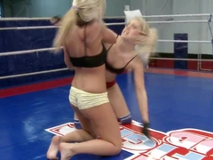 Brandy Smile and Tara Pink hot blondes fighting