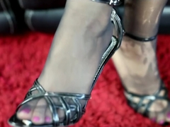 Giantess Trapped in Nylons