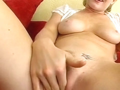 Sugary Naomi Cruise does her best to cum