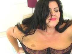 Curvy Big Breasted British Housewife Getting Wet And Wild - MatureNL