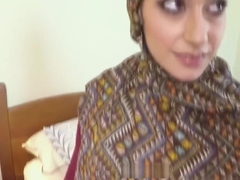 Arabic beauty tastes warm jizz for cash