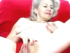 Mature lady on cam