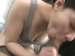 Spicy bimbo knows how to handle a thick dick