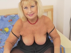 Euro granny Gigi is flaunting her fuckable body