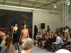 Naked Fashion Show Charlie le Mindu Paris