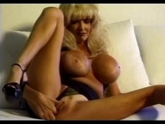 Dee Dee Deluxe - Classic Breasty Honey